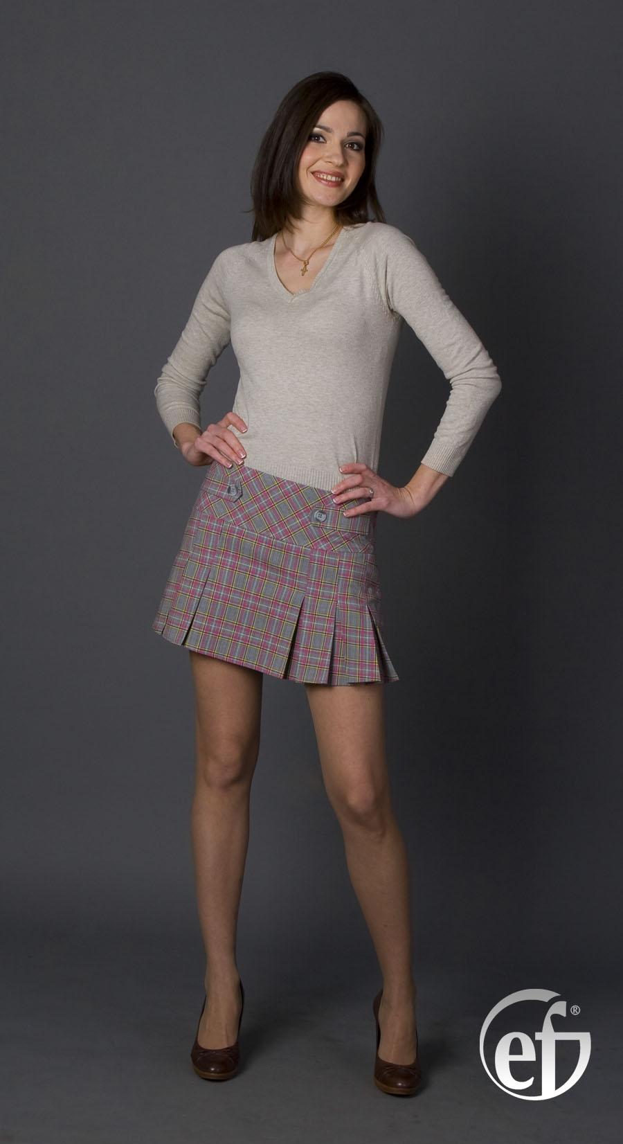 Фото девушек в мини юбки и чулках 16 фотография